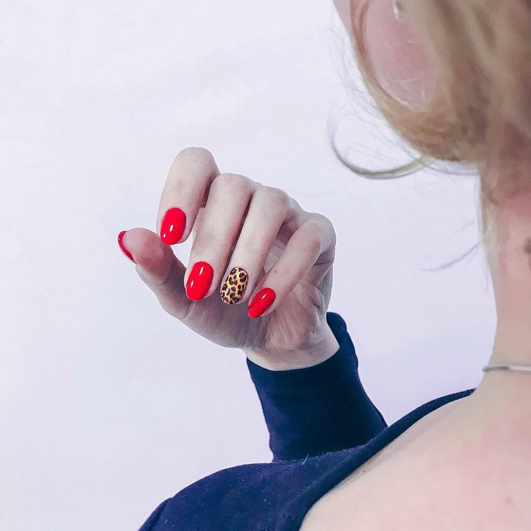 Стильные варианты красного маникюра для ярких дам